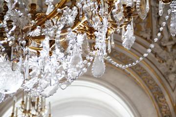 Хрустальные изделия – украшение интерьера дома